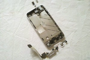 cara-buka-casing-iphone-4-(21)