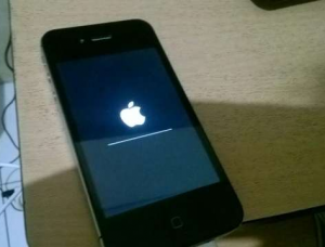 iPhone 4s Stuck di Logo Apple