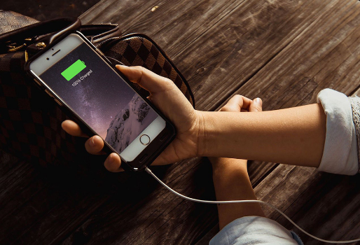 Cara Jitu Mengetahui Baterai iPhone Yang Bocor Atau Rusak